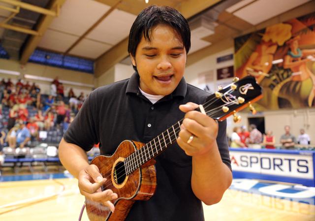 mt-hoop-ukulele-b-11-25-9.jpg